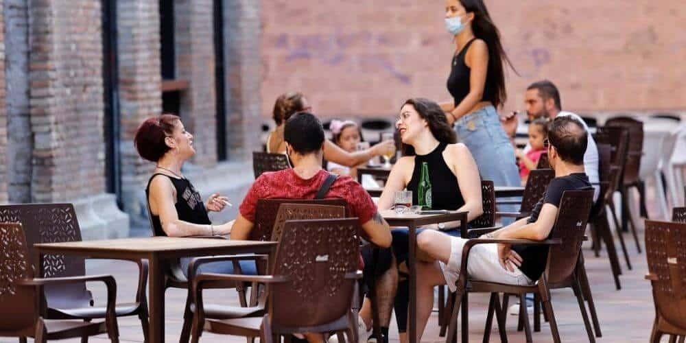 Baleares restringe reuniones a 10 personas, reduce aforos e impone el uso de la mascarilla en el trabajo