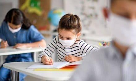 Sanidad no establece una ratio máxima de alumnos por aula, ni la exigencia de realizar PCR