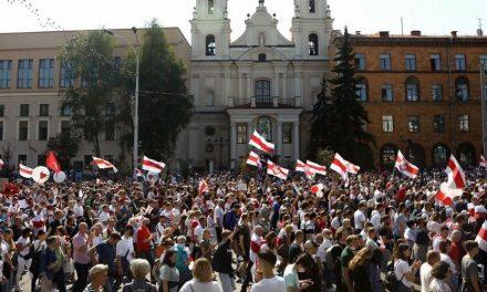 Se siguen sumando detenidos por fuertes protestas en las calles contra Luchkashenko
