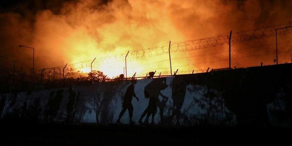 un-fuerte-incendio-acaba-con-el-campo-de-refugiados –de-moria-en-la-isla-griega-de-lesbos-llamas-fuego-aliadoinformativo.com