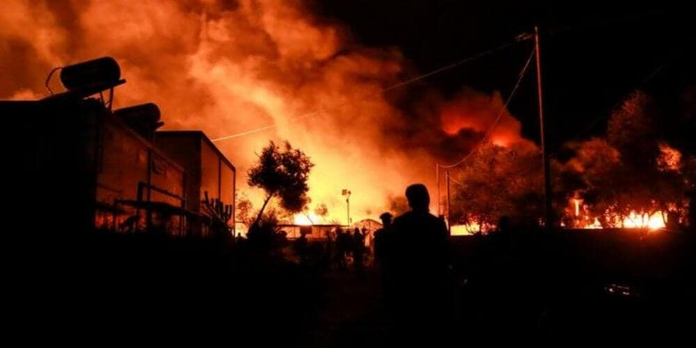 Un fuerte incendio acaba con el campo de refugiados  de Moria en la isla griega de Lesbos