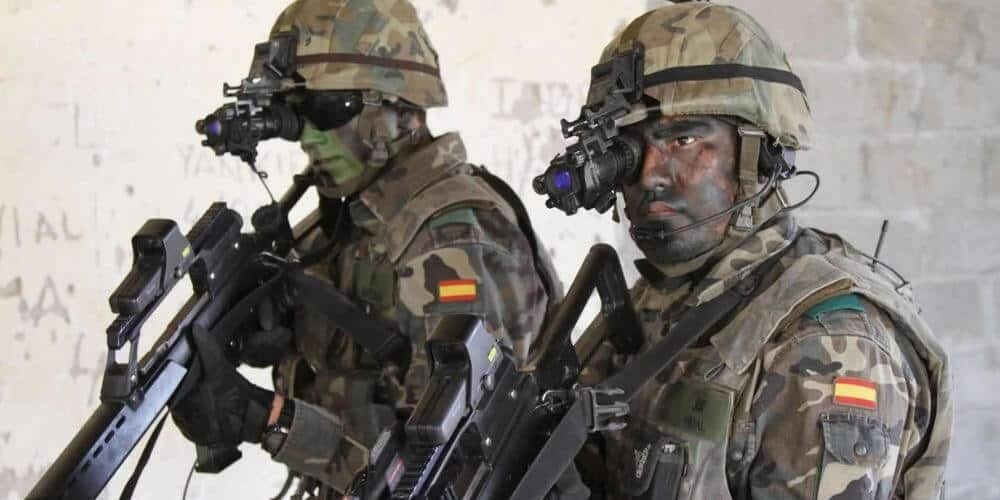 que-se-necesita-para-ser-militar-del-ejercito-en-españa-soldados-con-armas-aliadoinformativo.com