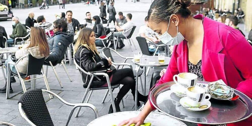 Hostelería reabre sus puertas en País Vasco con límites de aforo y horario controlado