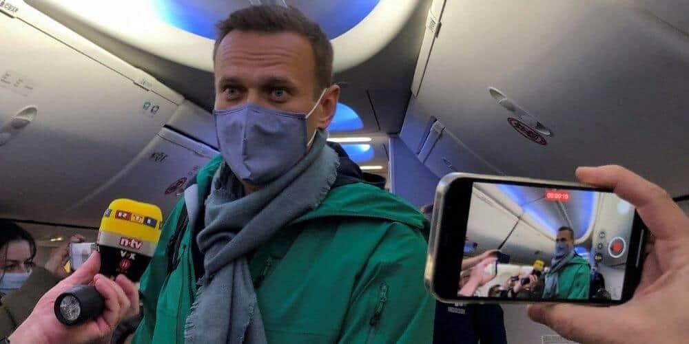 Arrestan a Navalny en Moscú tras haber regresado de Alemania, luego de su recuperación