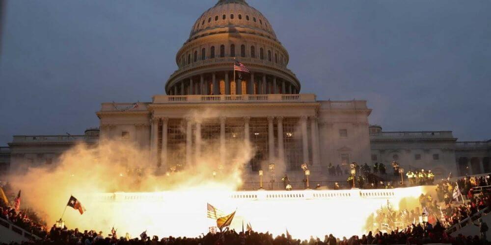 Asalto al Capitolio de E.E.U.U. deja un saldo de cuatro muertos y catorce policías heridos