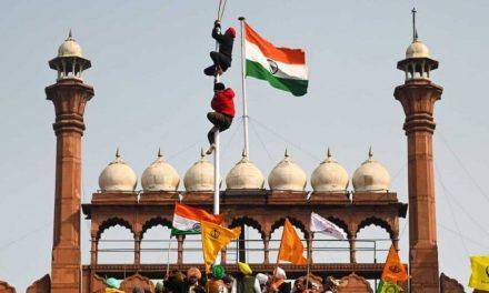 Fuertes y violentas protestas se registraron en el Fuerte Rojo de Nueva Delhi
