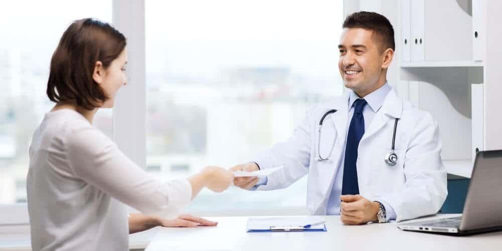 que-es-el-certificado-medico-en-españa-y-como-obtenerlo-médico-colegiado-aliadoinformativo.com