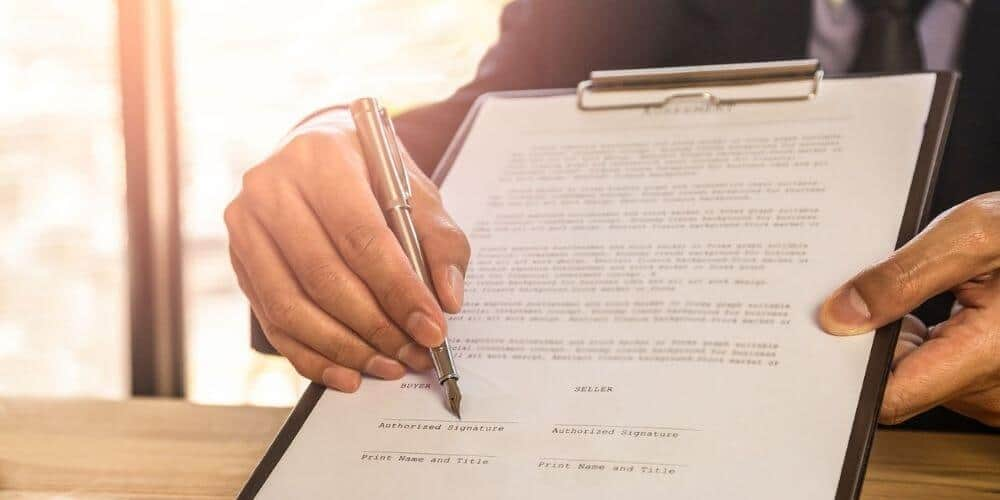 tramites-especificos-para-vender-una-casa-en-españa-contrato-documento-aliadoinformativo.com