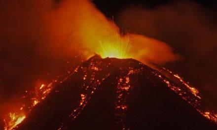 Volcán Etna en erupción violenta deja toda Catania cubierta de cenizas