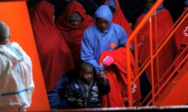 Al menos 15 inmigrantes murieron al naufragar un bote neumático frente Libia