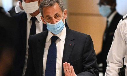 Expresidente francés Nicolas Sarkozy ha sido condenado a tres años de prisión